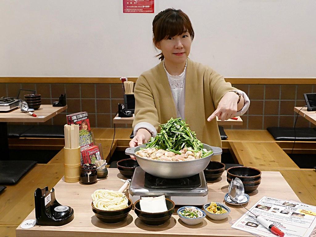 【福岡美食】元祖牛腸鍋樂天地(福岡天神西通り店)|堆得像山一樣高的大滿足牛腸鍋 @Maruko與美食有個約會