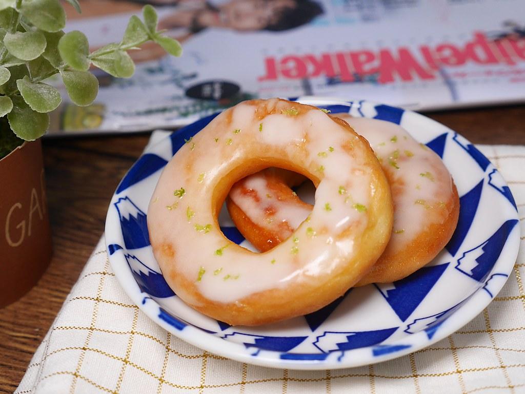 【食譜】檸檬糖霜甜甜圈|讓甜甜圈吃起來更鬆軟又有彈性的做法分享