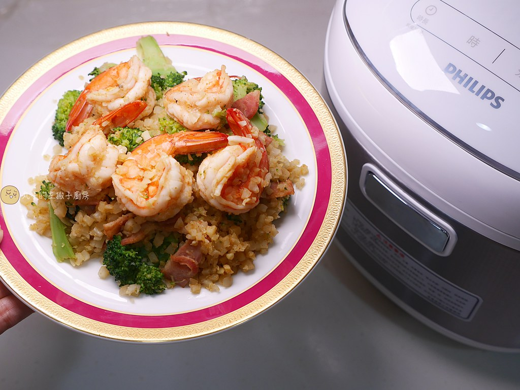 【食譜】花椰菜米蝦仁炒飯 利用冷凍花椰菜米製作低糖料理 電子鍋食譜
